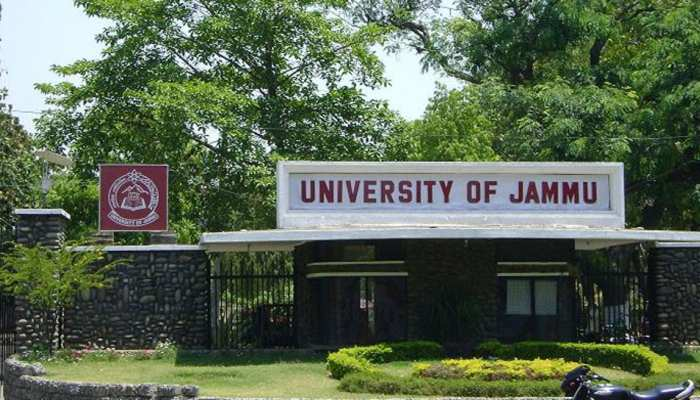 Article 370 हटाए जाने पर जम्मू विश्वविद्यालय में मना जश्न, छात्रों ने कहा- 'गिर गई नफरत की दीवार'