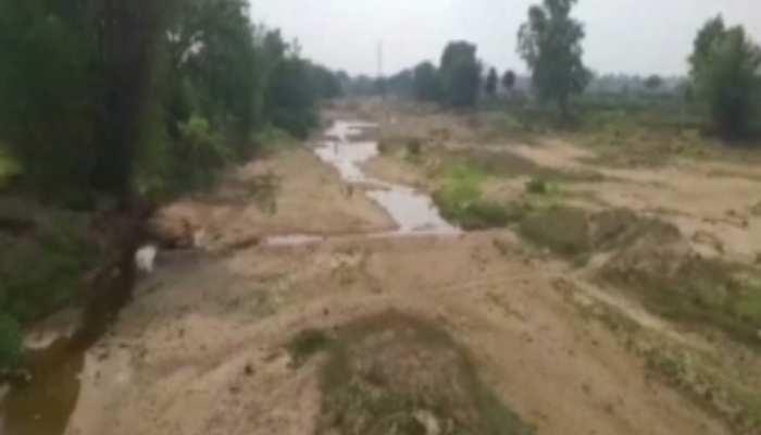 जल संकट : कूड़े के कारण सिमट गई है बराकर नदी, लोगों को हो रही परेशानी