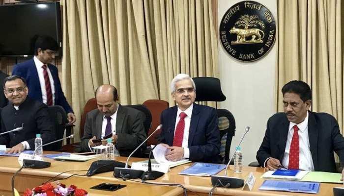 RBI ने लगाया रेपो रेट कट का 'चौका', जानें कितनी सस्ती होंगी EMI