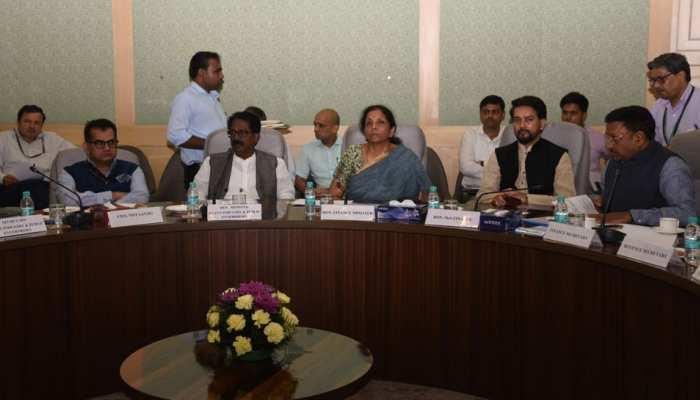 ऑटो सेक्टर के लोगों के साथ वित्त मंत्री की बैठक, पवन गोयनका ने कहा- जॉब खतरा बढ़ा