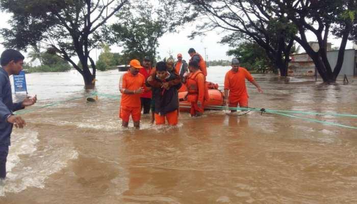महाराष्ट्र: NDRF की 22 टीमें बाढ़ प्रभावित क्षेत्रों में कर रही हैं काम