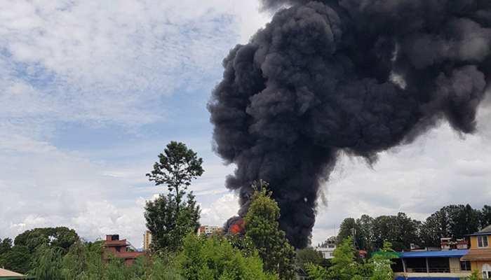 नेपाल में बिल्डिंग में लगी भयानक आग, 500 मिलियन नेपाली रुपये की संपत्ति जलकर खाक