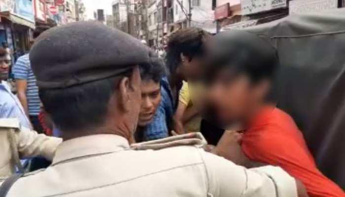 मुजफ्फरपुर : प्रेम प्रसंग का आरोप लगाकर नाबालिग युवक की जमकर पिटाई, मामला दर्ज