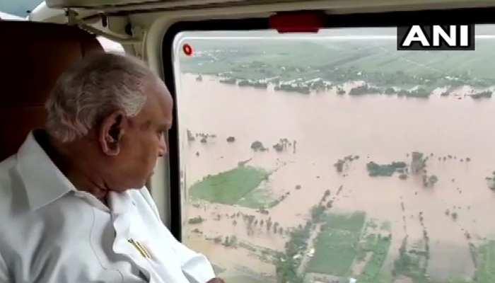 कर्नाटक CM येदियुरप्पा ने किया बाढ़ प्रभावित इलाकों का हवाई दौरा, केरल में बचाए गए 22 हजार लोग