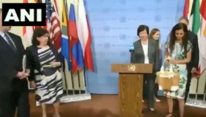VIDEO: UNSC अध्यक्ष से PAK के कश्मीर पर लिखे पत्र पर पूछा गया था सवाल, नहीं दिया भाव, पर्स उठाया और चल दीं