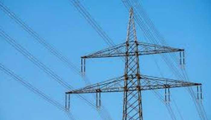 श्रीगंगानगर: कंवरपुरा में झूल रहा है हाईटेंशन लाइन का तार, नहीं हो रही कोई सुनवाई