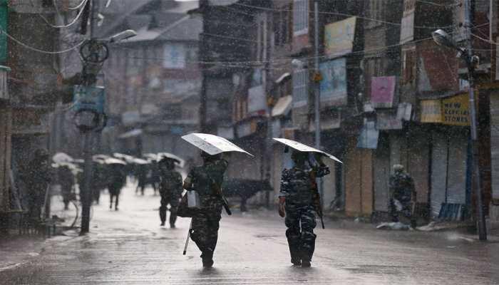 जम्मू-कश्मीर के अधिकारियों को घर-घर जाकर लोगों से बातचीत करने के निर्देश