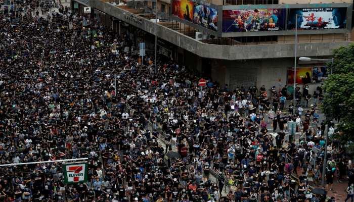 प्रदर्शन की वजह से हांगकांग की अर्थव्यवस्था मंदी में फंसी