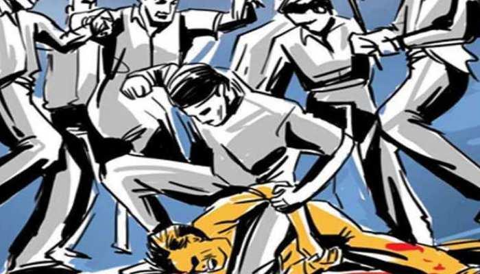 राजस्थान: बच्चा चोर समझ कर साधु को लोगों ने बेरहमी से पीटा, मूक बन देखता रहा पुलिस ऑफिसर