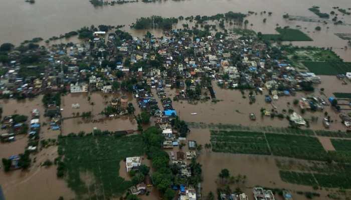 4 राज्यों में बारिश से हाहाकार, गुजरात में स्कूल से बचाए गए 47 छात्र छात्राएं और शिक्षक
