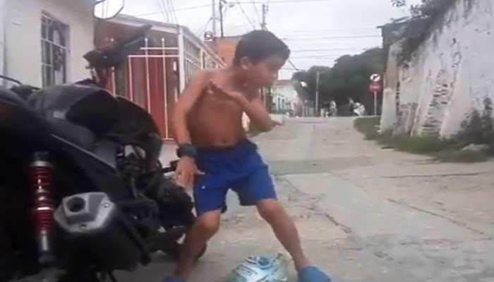 सिक्योरिटी सायरन पर फुल टू धमाल है बच्चे का स्वैग डांस, देखिए VIDEO