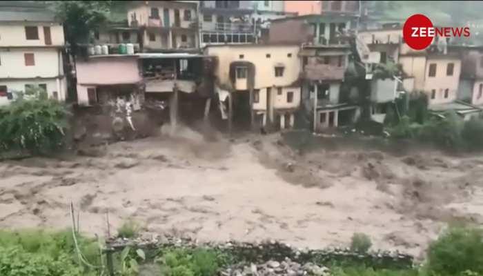 VIDEO: चमोली में पानी का तांडव, देखते-देखते यूं धराशाई हो गई तीन मंजिला इमारत