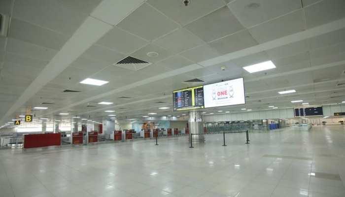 हेलो! दिल्ली एयरपोर्ट के टर्मिनल 2 पर बम है, बचा सकते हो तो बचा लो...