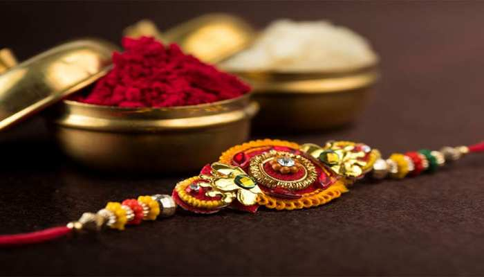 Raksha Bandhan 2019 : इस शुभ मुहूर्त में भाई के हाथों पर बांधे रेशम का धागा, जानिए महत्व और मान्यताएं
