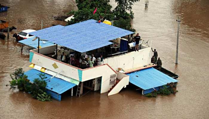 बाढ़ से कर्नाटक का हाल बेहाल, सीएम येदियुरप्पा की केंद्र से 10 हजार करोड़ की मांग