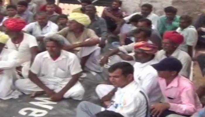 राजस्थान: खाप पंचायत ने 2 भाइयों पर लगाया 5 लाख का जुर्माना, न देने पर किया समाज से बहिष्कृत