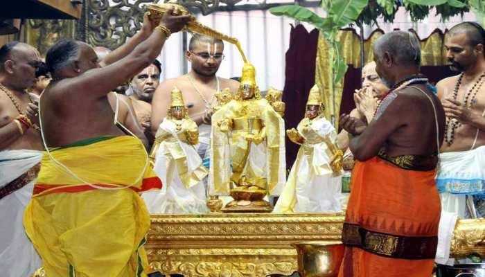 तिरुपति बालाजी मंदिर में भक्तों का तांता, बुधवार को हजारों भक्तों ने किए दर्शन