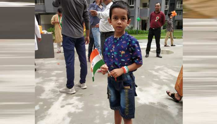 #SelfiewithTiranga : People share pictures with Tiranga with ZEE, do you