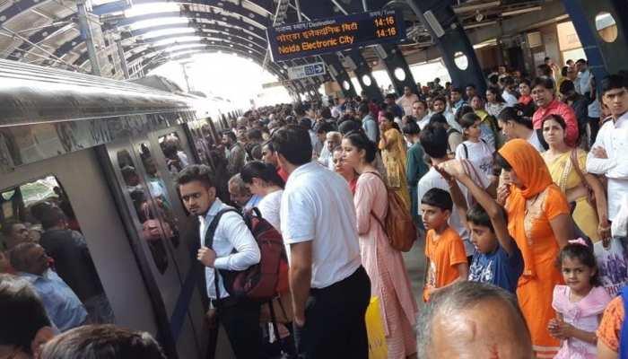 दिल्ली मेट्रो की ब्लू लाइन में खामी, रक्षाबंधन के त्योहार पर फंसे रहे लोग