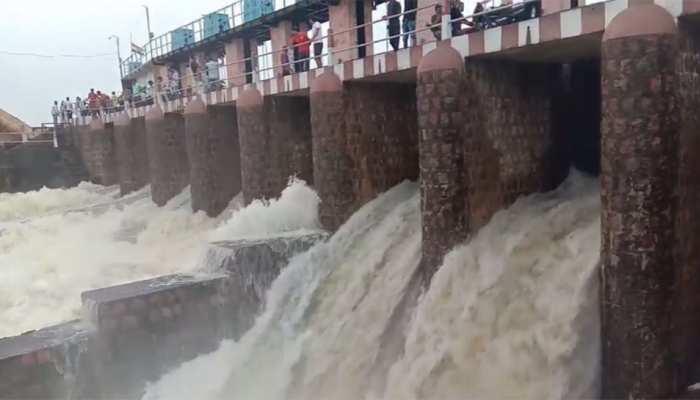 बुंदेलखंड: गोविंद सागर बांध के साइफन खुले, निचले इलाकों में बाढ़ जैसे हालत