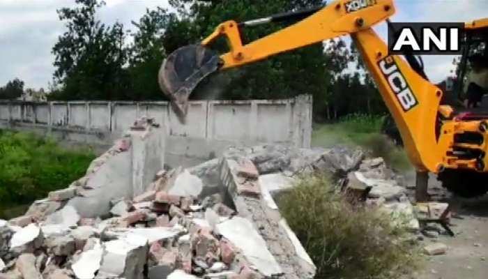 रामपुर में तोड़ी गई आजम खान के बेटे के रिसॉर्ट की दीवार, नाले की जमीन पर था कब्जा
