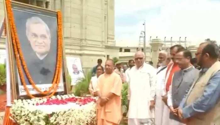 "भारत रत्न अटल बिहारी वाजपेयी को याद कर बोले सीएम योगी, ""कश्मीर में जो हुआ वो अटल जी को सच्ची श्रद्धांजलि"""