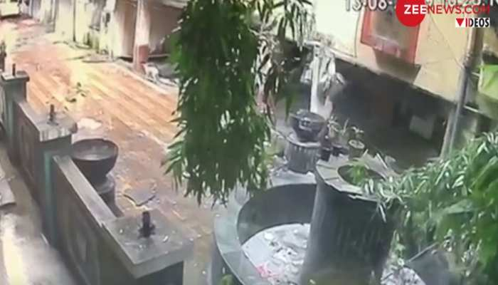 VIDEO: ठाणे के उल्हास नगर में महज 3 सेकंड में भरभराकर गिर गई 5 मंजिला इमारत