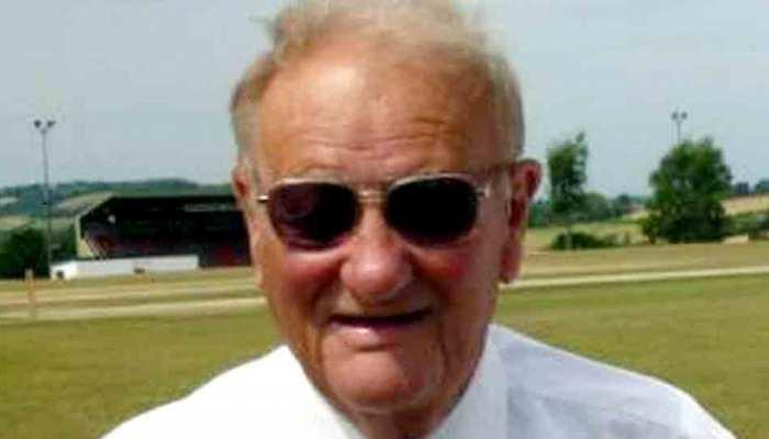 क्रिकेट के मैदान पर भयानक हादसा, अंपायर के  सिर पर लगी गेंद, कोमा में हुई मौत