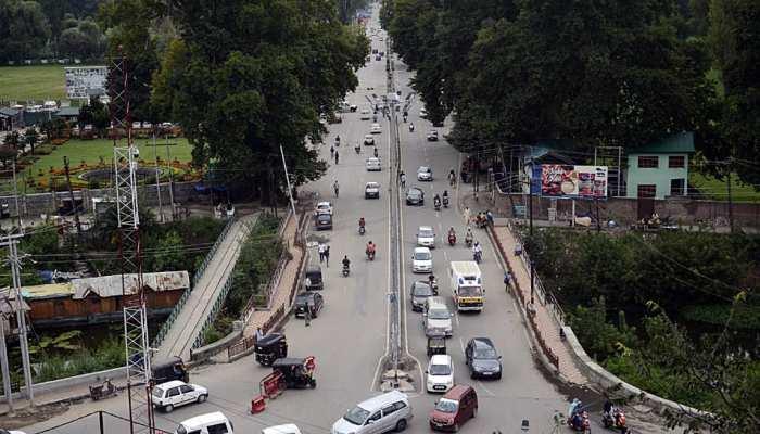जम्मू के 5 जिलों में इंटरनेट शुरू, कश्मीर के 35 थानों से बैन हटा, कहीं हिंसा नहीं