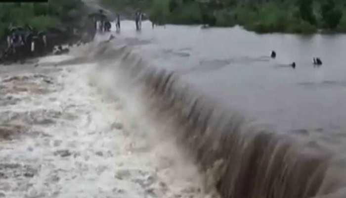 सिरोही: डूबते पिता को बचाने के लिए बेटे ने नदी में लगाई छलांग, दोनों सुरक्षित