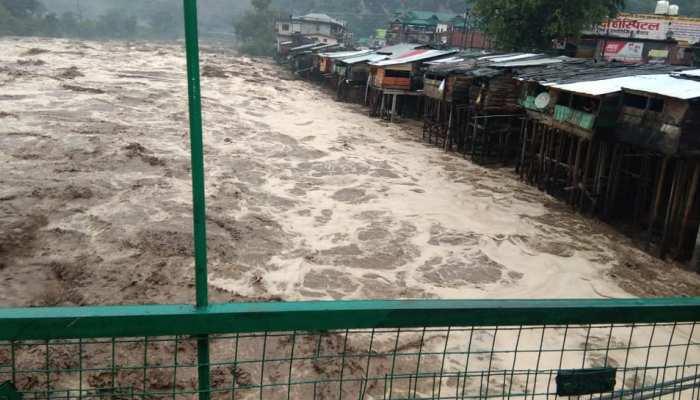 उत्तराखंड-हिमाचल में भारी बारिश, 11 मौत, कई लापता, दिल्ली की बढ़ेगी मुसीबत