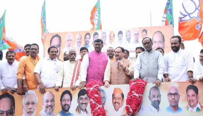 तेलंगाना में टीडीपी को बड़ा झटका, 60 बड़े नेताओं ने थामा बीजेपी का दामन