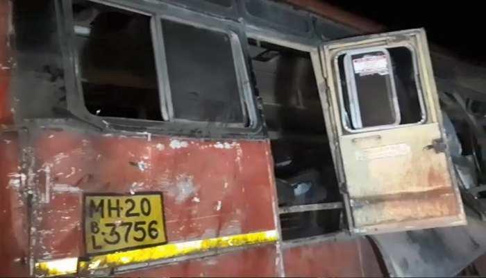 महाराष्ट्रः बस और कंटेनर ट्रक की टक्कर,15 की मौत, 18 घायल