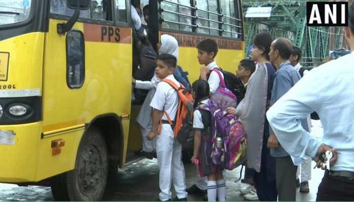LIVE: 15 दिन बाद कश्मीर में खुले प्राइमरी स्कूल, 10वीं के ऊपर के स्कूल रहेंगे बंद