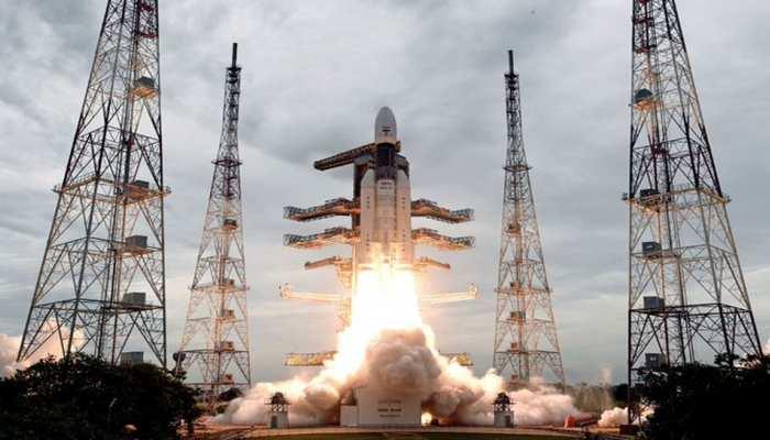 Chandrayaan-2 के लिए कल का दिन बहुत अहम, चंद्रमा की कक्षा में होगा दाखिल