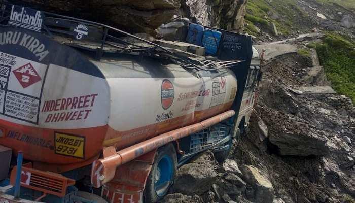 Himachal Pradesh: Manali-Lehblocked National Highway oil tanker got stuck landslide