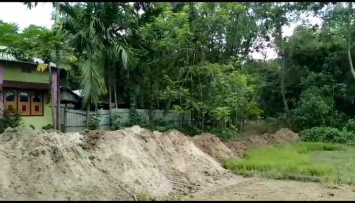 West bangal COOCHBEHAR - Villagers dug pits upset by Trinamool's deputy sarpanch's son
