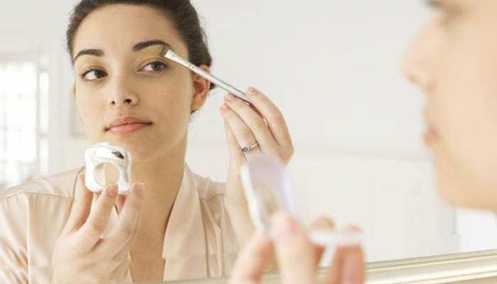 Makeup Tips: मेकअप करते वक्त अपनाएं ये टिप्स और घर पर पाएं पार्लर जैसा निखार