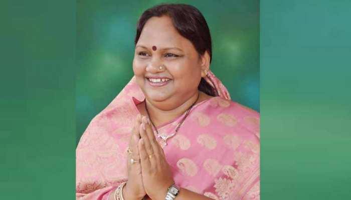 महाराष्ट्र में कांग्रेस को एक और झटका, विधायक निर्मला गावित पार्टी छोड़ शिवसेना में होंगी शामिल