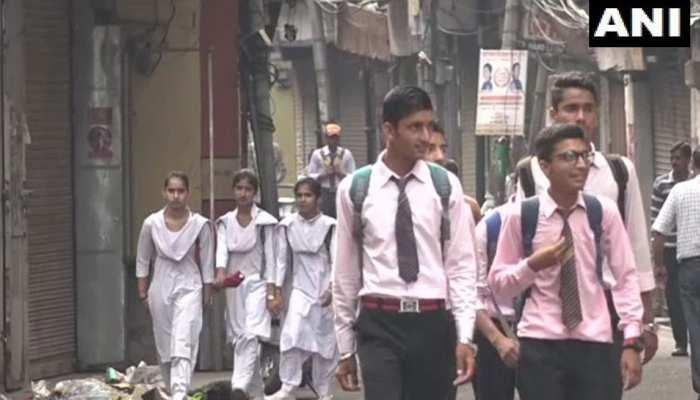 पटरी पर लौट रही है जम्मू कश्मीर के लोगों की जिंदगी, आज खुलेंगे माध्यमिक स्कूल