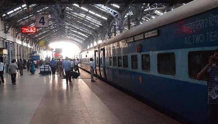 पीएम मोदी की अपील के बाद रेल मंत्रालय का बड़ा फैसला, स्टेशनों पर बैन होगी पॉलीथीन