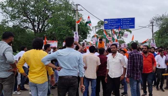 झालावाड़ में छात्रसंघ चुनाव की तैयारी में जुटे छात्र, डोर टू डोर कर रहे वोट की अपील