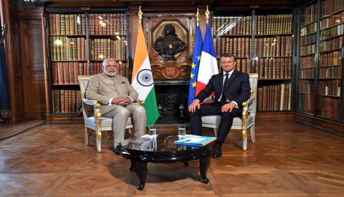 फ्रांस के राष्ट्रपति इमैनुएल मैक्रों से प्रधानमंत्री नरेंद्र मोदी ने की मुलाकात