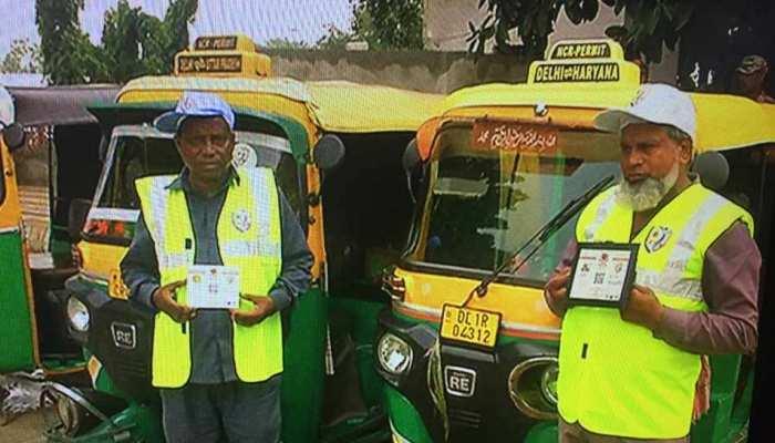 दिल्ली में ऑटो-टैक्सियों पर लगे QR कोड, सफर हुआ अब और सुरक्षित
