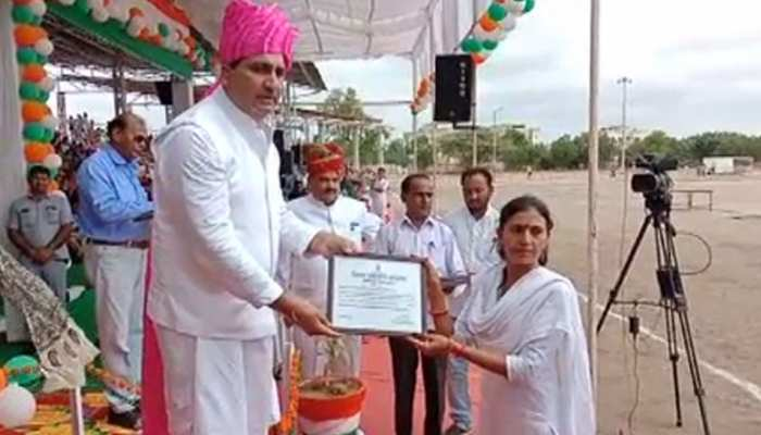 राजस्थान में नसबंदी के लिए इस महिला नर्स को मिला एक दर्जन पुरस्कार