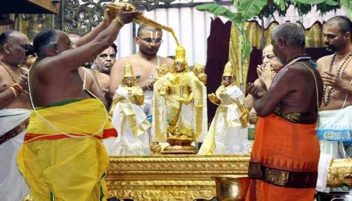 तिरुपति बालाजी मंदिर में उमड़ी भक्तों की भीड़, एक दिन में आया 4 करोड़ से अधिक का चढ़ावा