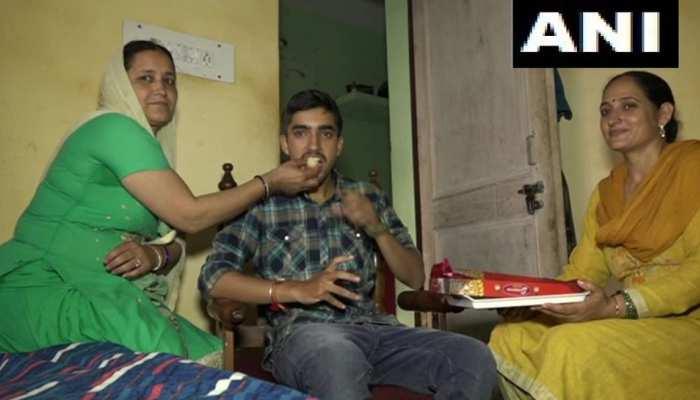 उधमपुर में करते थे बुक बाइंडिंग, अब कश्मीर प्रशासनिक सेवा परीक्षा में पाया 10वां स्थान