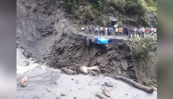PHOTOS: NH-5 Has been blocked in Badhal due to clout burst