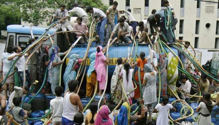 फ्री 'बिजली' के बाद केजरीवाल का एक और ऐलान, पानी के बिलों का बकाया माफ