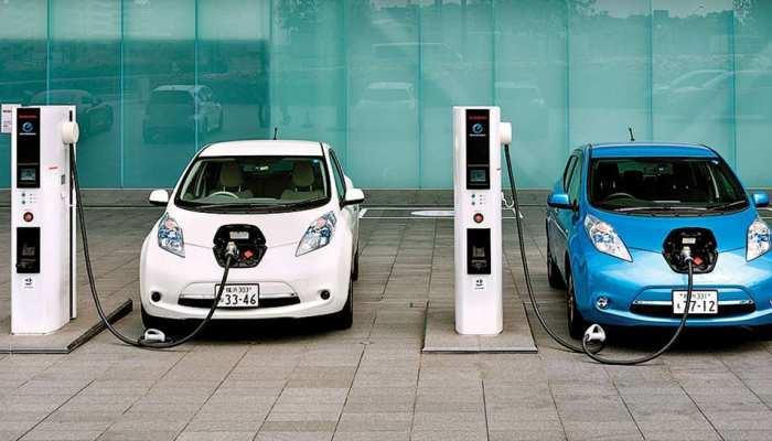 ग्रेटर नोएडा में पहला व्हीकल चार्जिंग स्टेशन शुरू, इतने रुपये देना होगा चार्ज